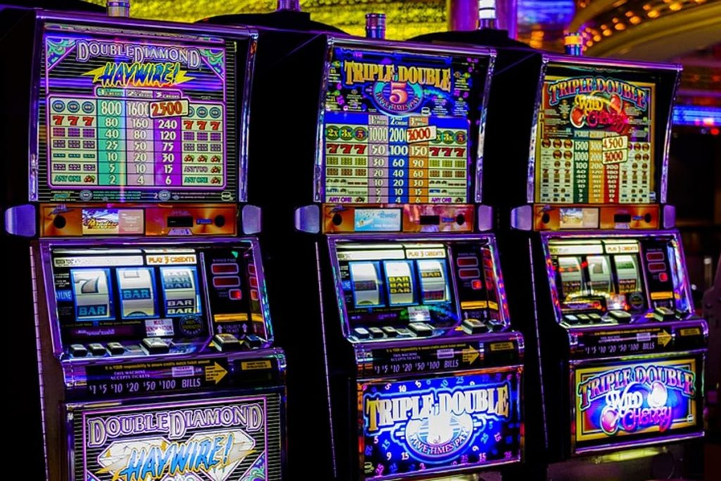 Win Big Online When You Play Slot Machines With the Top Prize